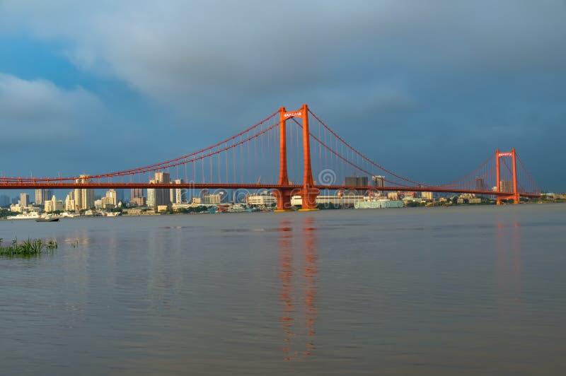 Fluss-Brücke Wuhans Yingwuzhou Yangze stockfotos