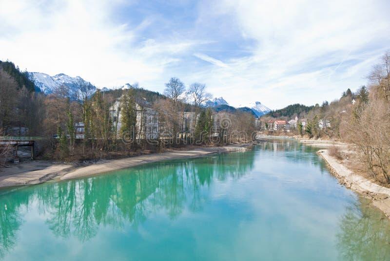 Fluss in den deutschen Alpen lizenzfreie stockbilder