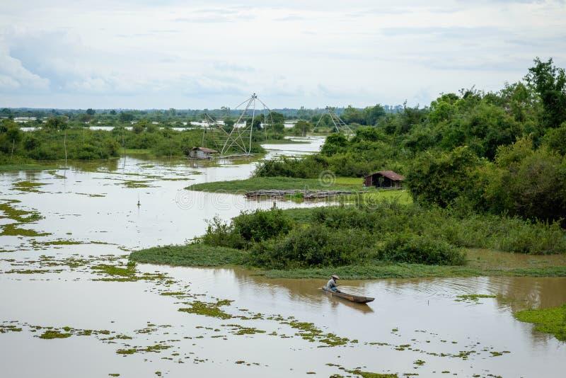 Fluss in der Überschwemmungsjahreszeit lizenzfreies stockfoto