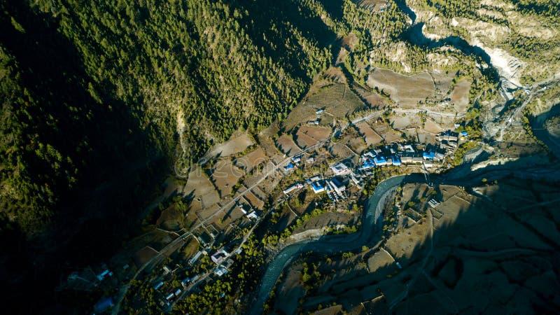 Download Fluss In Der Himalajastrecke Nepal Von Der Luftansicht Vom Brummen Stockfoto - Bild von abenteuer, hoch: 106800842