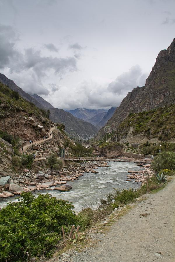 Fluss in der Schlucht Auf Inca Trail zu Machu Picchu Ein ehrfürchtiges hallo lizenzfreie stockfotos