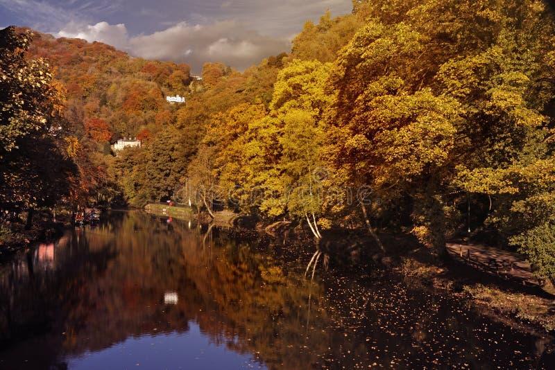 Fluss Derwent im Herbst stockbilder