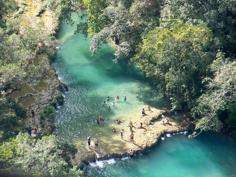 Fluss im Dschungel 2 lizenzfreie stockbilder
