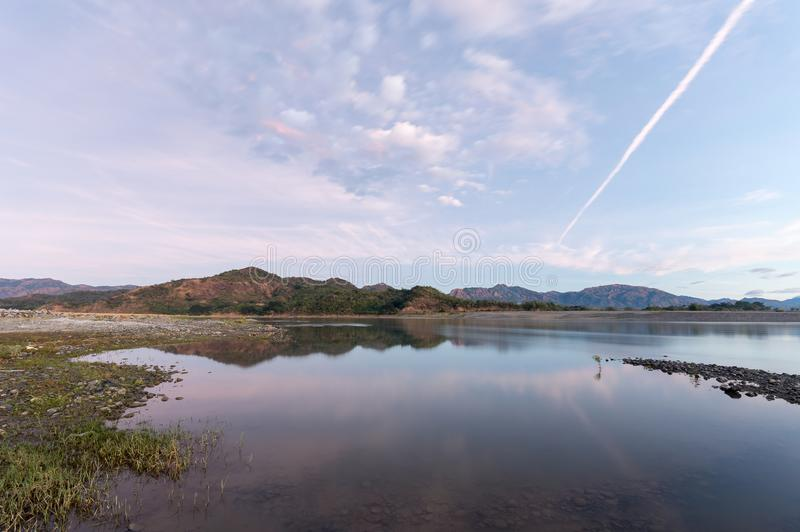 Fluss Karayan Ilocano auf Sonnenaufgang stockbild