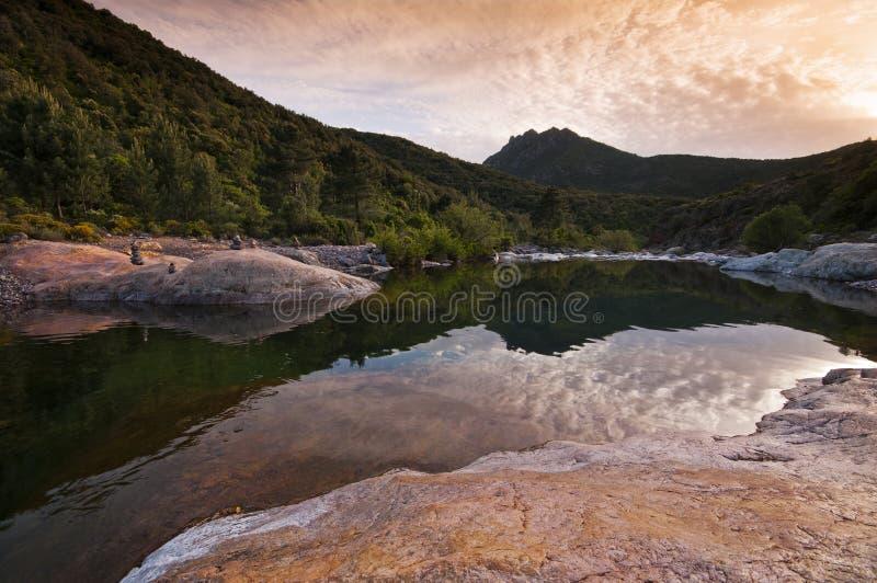 Fluss in Korsika lizenzfreie stockfotos
