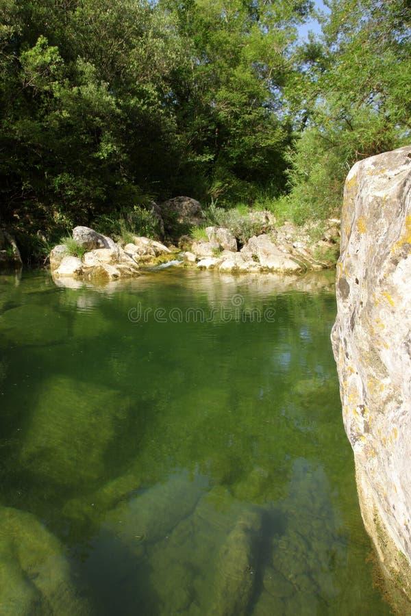 Fluss lauquet in Corbieres, Frankreich stockfotografie