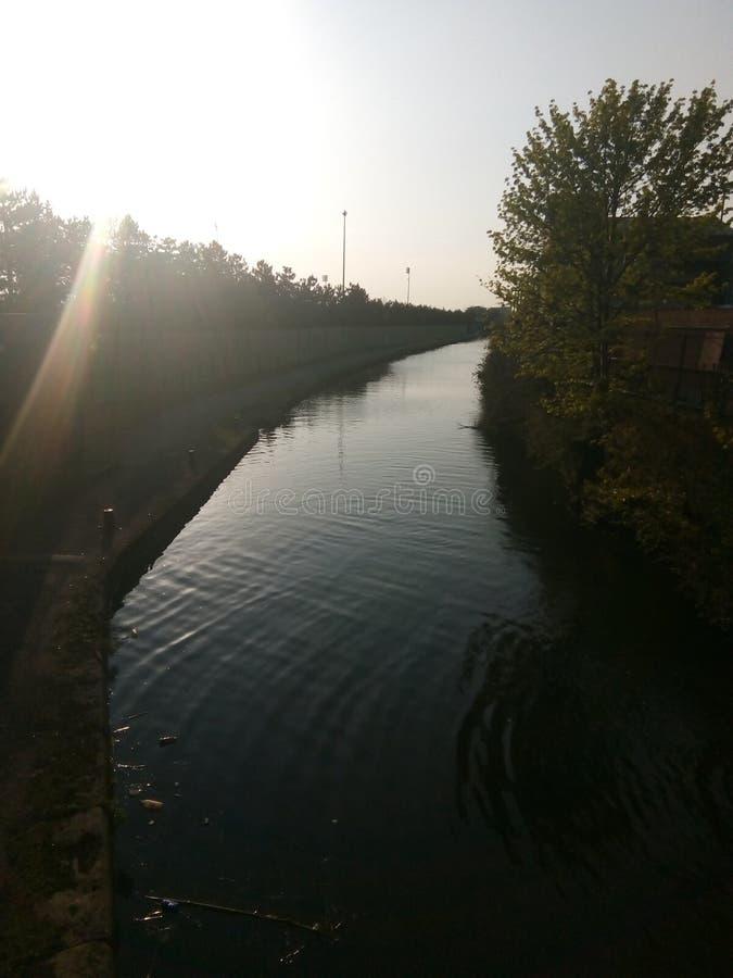 Fluss Medlock-Sonnenuntergang I& x27; m Manchester lizenzfreie stockfotos