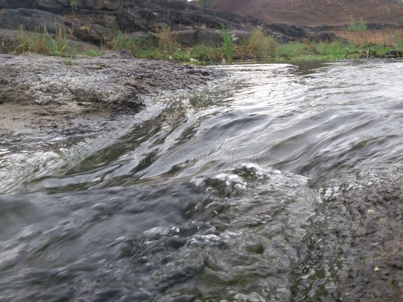 Fluss mit der Zeit stockbilder