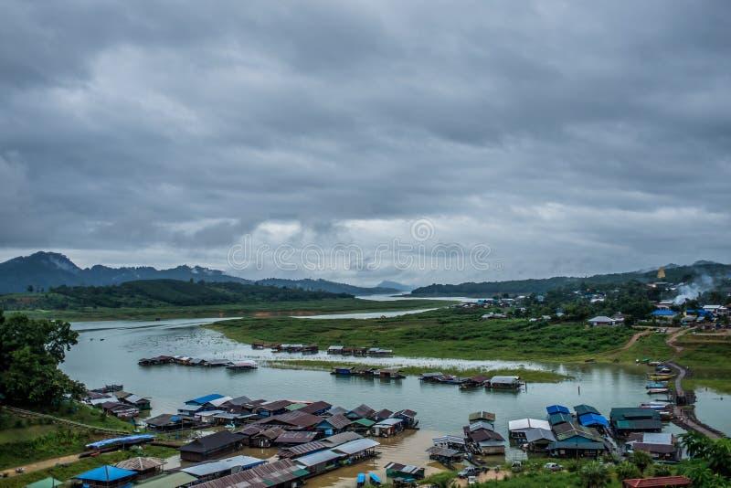 Fluss Sangklaburi Songkalia lizenzfreie stockfotos