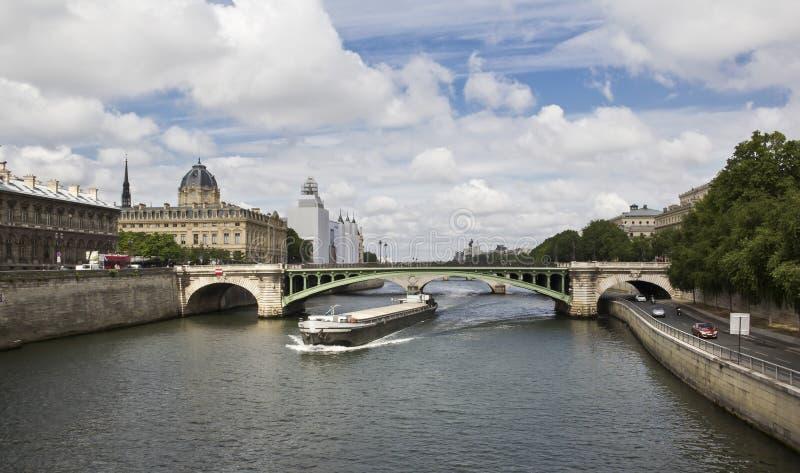 Download Fluss Seine stockfoto. Bild von lieferung, wolke, brücken - 27734274