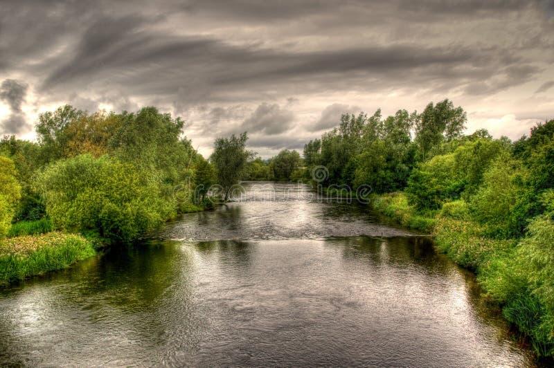 Fluss Shannon an einem bewölkten Tag lizenzfreie stockbilder