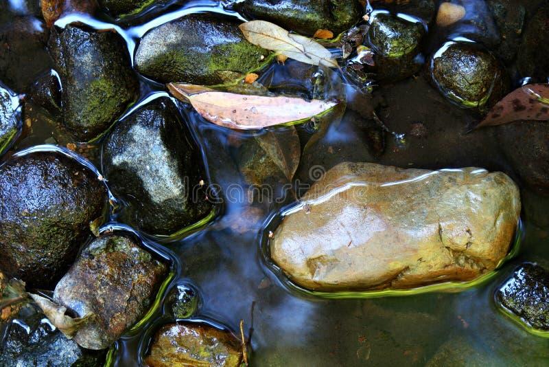 Fluss-Steine stockbild