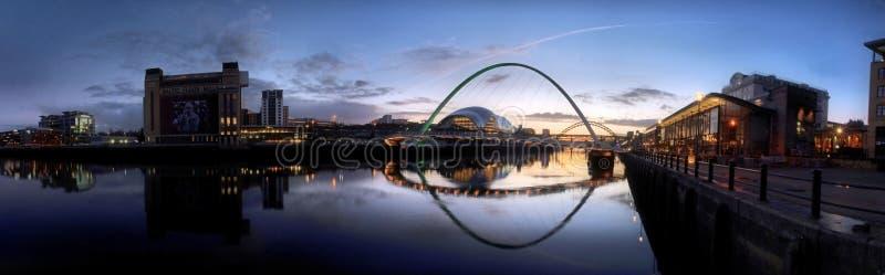 Fluss Tyne Panorama Sunset lizenzfreie stockfotos