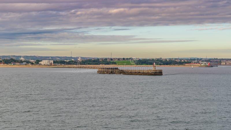 Fluss Tyne South Pier, Tyne und Abnutzung, England, Großbritannien lizenzfreie stockbilder
