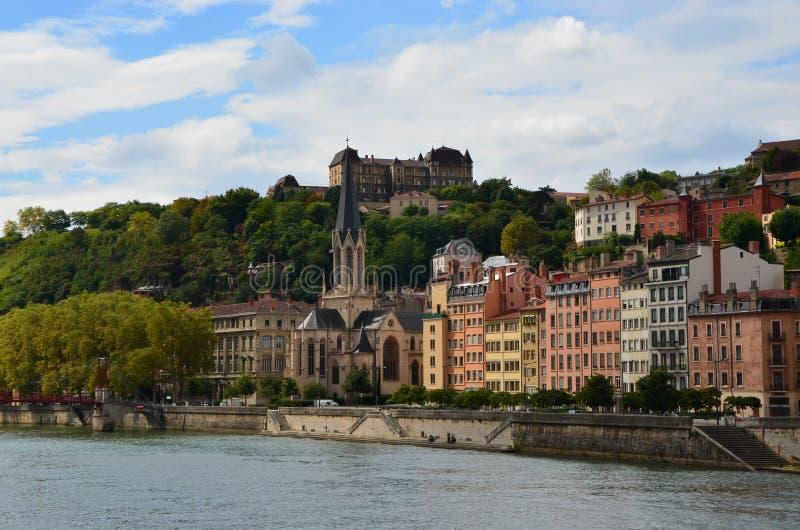 Fluss und Archicteture in Lyon stockbild