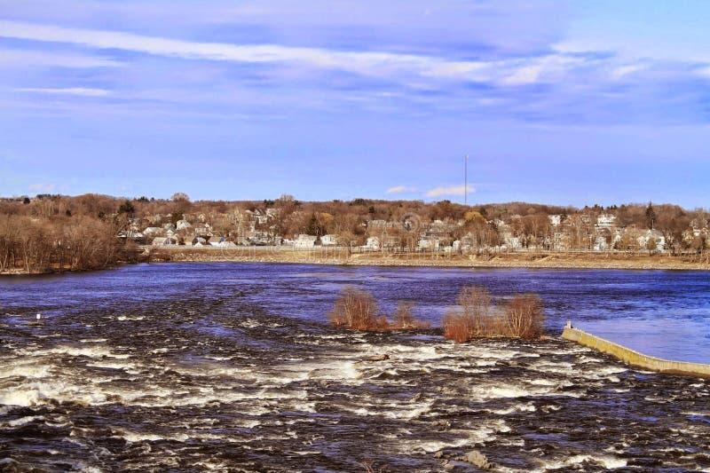 Fluss- und Landschaftsansicht stockfotos