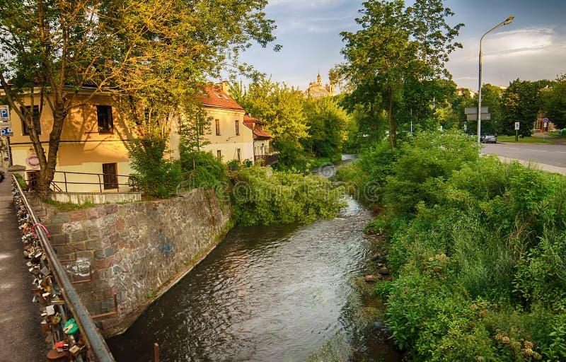 Fluss Uzupis und Vilnele in Vilnius, Litauen lizenzfreie stockfotos