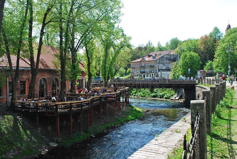 Fluss Vilnele-Ameise Uzupis in Vilnius litauen lizenzfreies stockbild