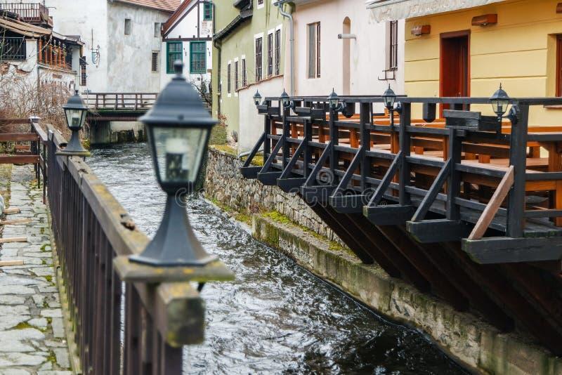 Fluss Vlata in Cesky Krumlov, Tschechische Republik lizenzfreie stockbilder