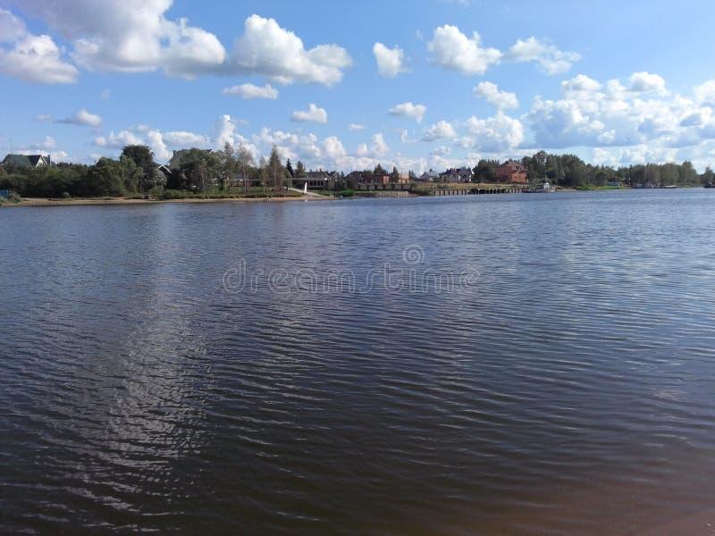 Fluss Volga-Flussufer tver stockfotografie