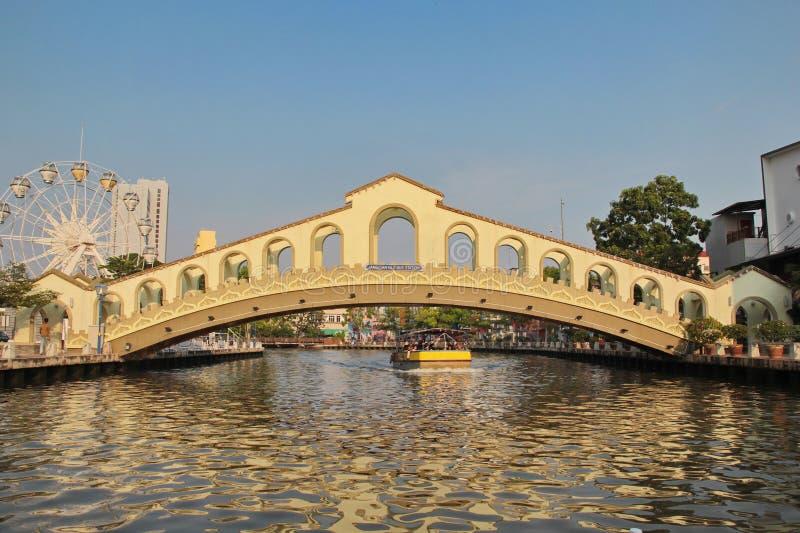 Flussansicht der alten Busbahnhof-Brücke, in Malakka/in Melaka, M lizenzfreies stockbild