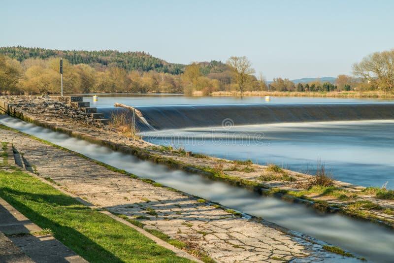 Flussbad PielmÃ-¼ hle in Fluss Regen in Lappersdorf nahe Regensburg, Bayern, Deutschland lizenzfreie stockfotos