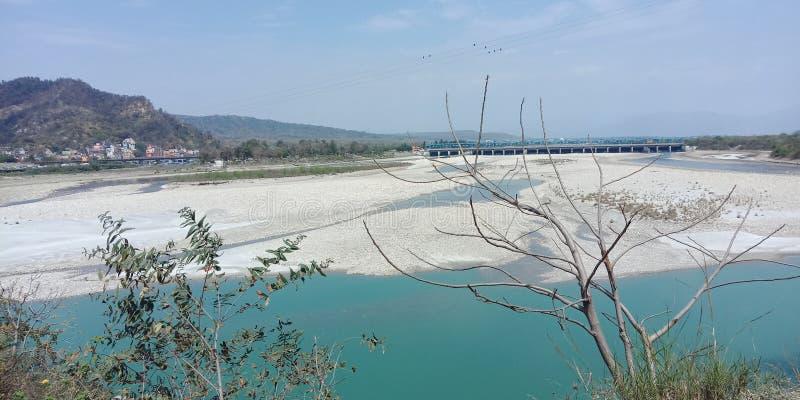Flussberglandschaft von haridwar lizenzfreies stockbild
