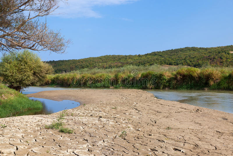 Flussbett trocken lizenzfreie stockfotos