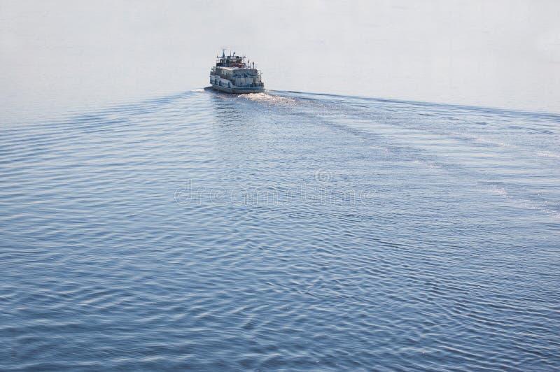 Flussboot stockfoto