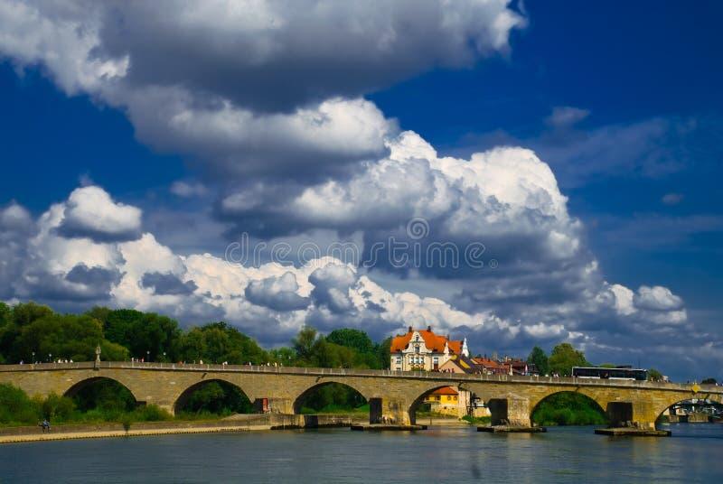 Flussbrücke lizenzfreies stockfoto
