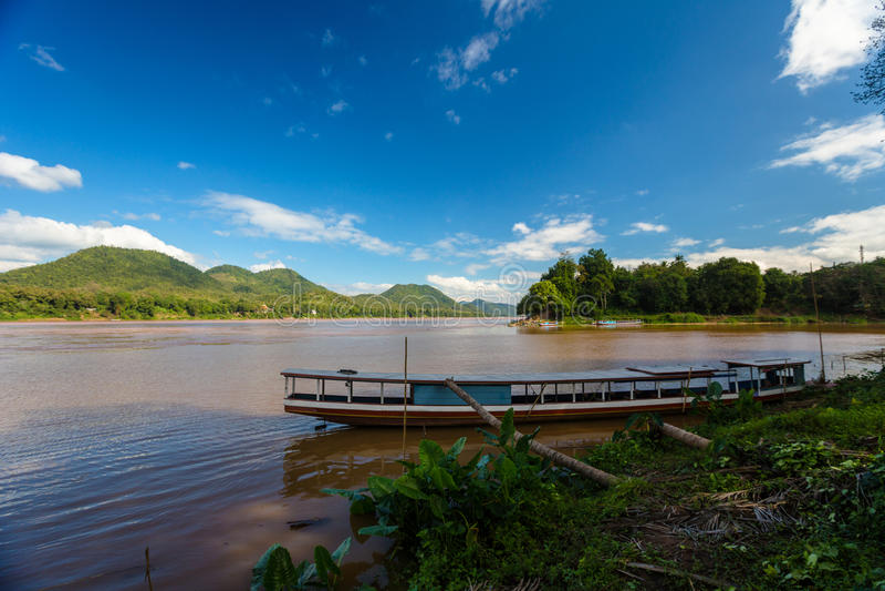 Flussfähre in Luang Prabang stockfoto