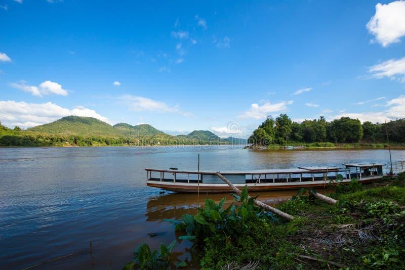 Flussfähre in Luang Prabang stockfotografie