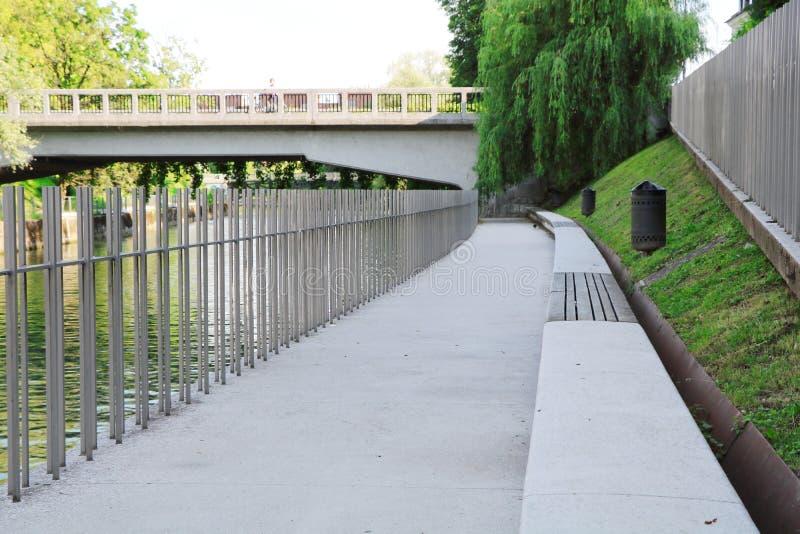 Flussgrenze lizenzfreies stockbild