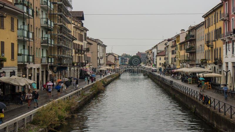 Flusskanal durch Mailand lizenzfreies stockbild