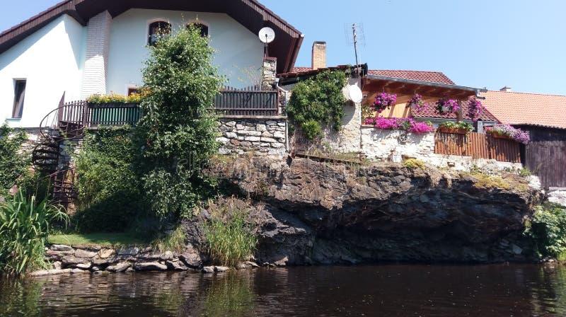 Flussklippenhaus stockfotografie