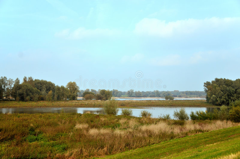 Flusslandschaft in Holland stockfoto