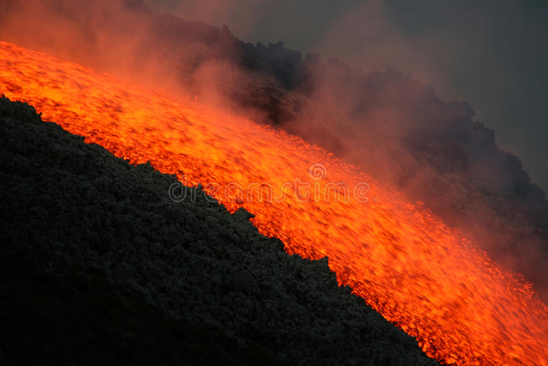Flusso di lava sul vulcano dell'Etna fotografie stock