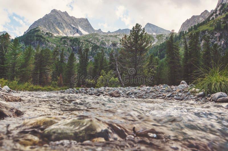 Flusso fumoso della montagna immagine stock libera da diritti