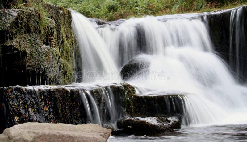 Download Flusso Nella Campagna Britannica Fotografia Stock - Immagine di valle, acqua: 217496