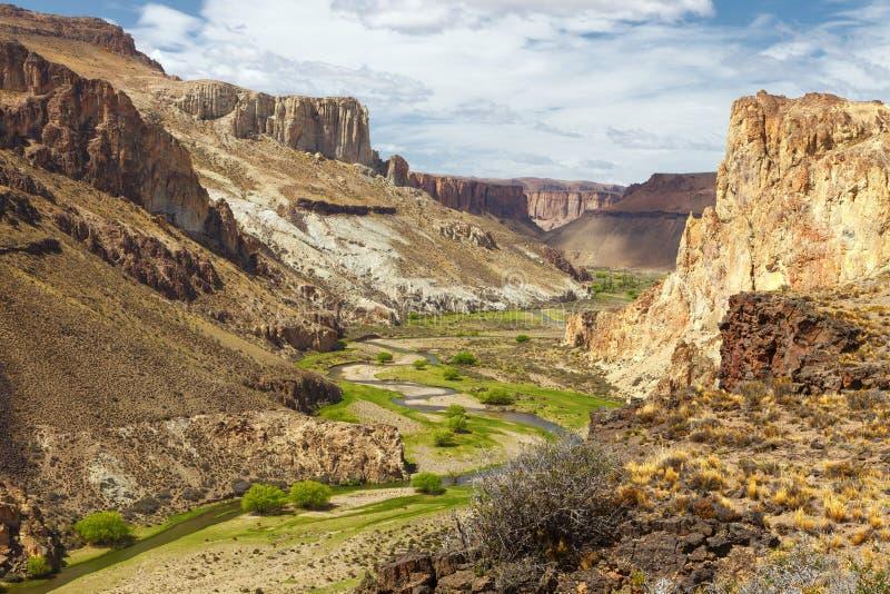 Flussschluchtmalereien, Argentinien lizenzfreie stockfotos