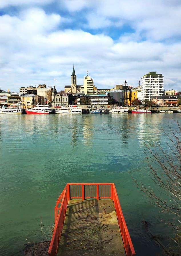 Flussstadt von einem Punkt lizenzfreies stockfoto