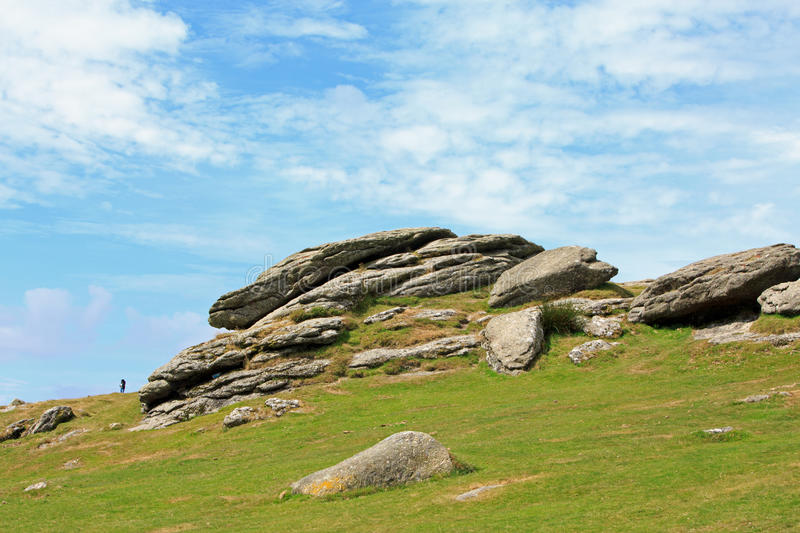 Flusssteine in Haytor-Tal in Dartmoor stockbilder