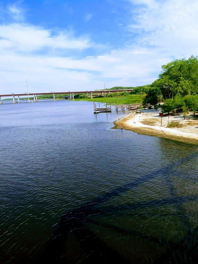 Flussufer chillin stockbild