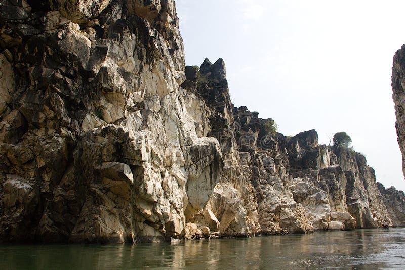 Flussufer-Felsformation, Bedaghat stockbilder