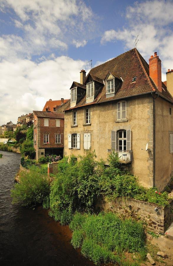 Flussuferhaus, altes Viertel, Aubusson, Frankreich stockbilder