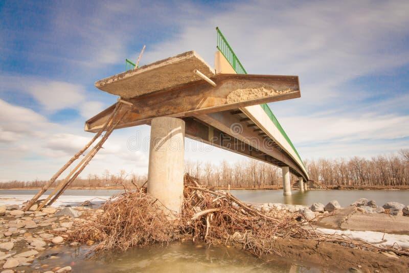 Flut schädigende Brücke lizenzfreie stockfotografie