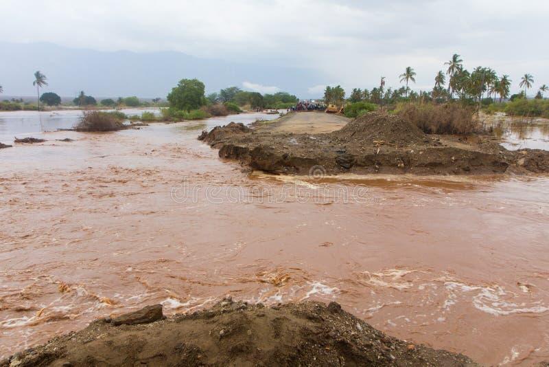 Flut zerstörte die Straße in Tansania lizenzfreie stockfotos