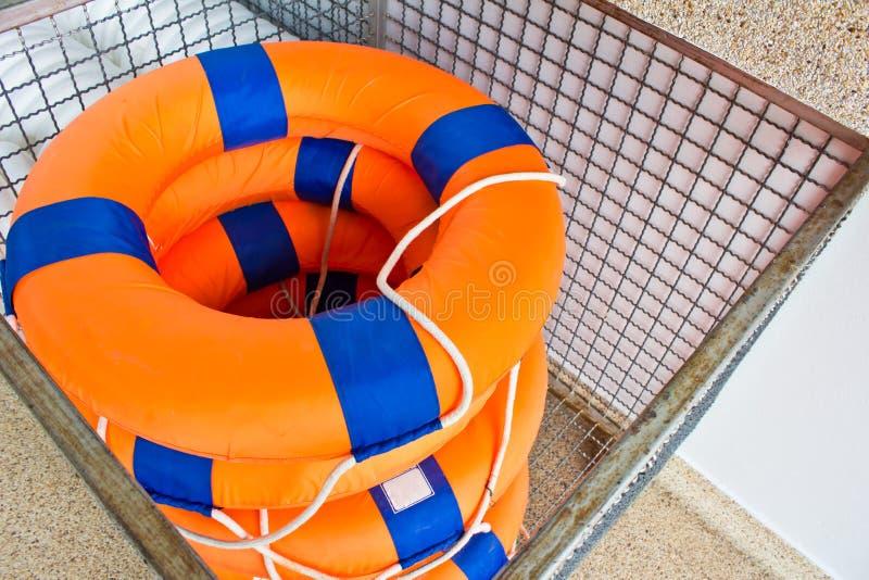 Download Flutuação Do Conservante De Vida Foto de Stock - Imagem de reflexão, auxílio: 26503884
