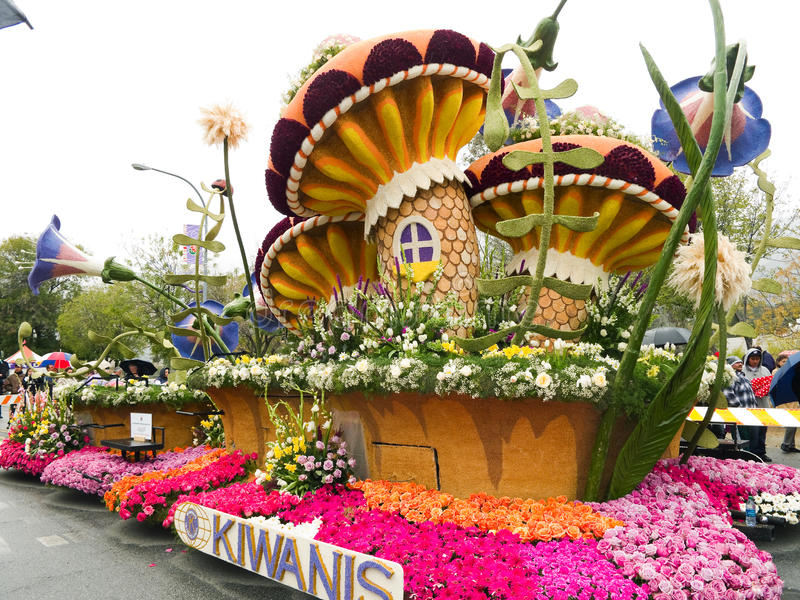Flutuador 2011 da parada da bacia de Kiwanis Rosa fotos de stock