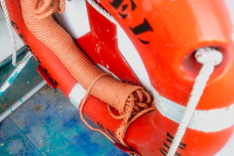 Flutuador alaranjado em um barco foto de stock